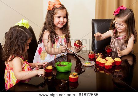 cupcakes making by girls