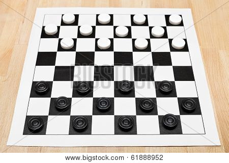 Starting position on vinyl 8x8 draughts board on wooden table poster