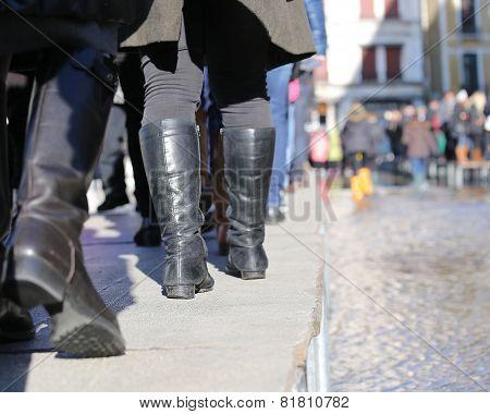 People Walkingonthecatwalk In Venice