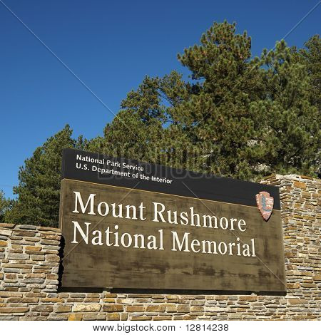 Entrance sign to Mount Rushmore National Memorial.