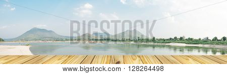 Empty perspective old wooden over on Kangkudkhu Insel at Chiang Khan Insel large One of Thailand This area is a wide sandy beach and a stone-lined well rounded shiny hundreds of thousands of pieces panorama view