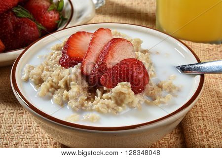 Oatmeal With Strawberries