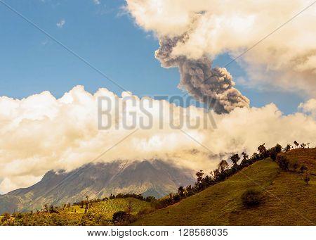 Tungurahua Volcano Violent Day Explosion Ecuador South America