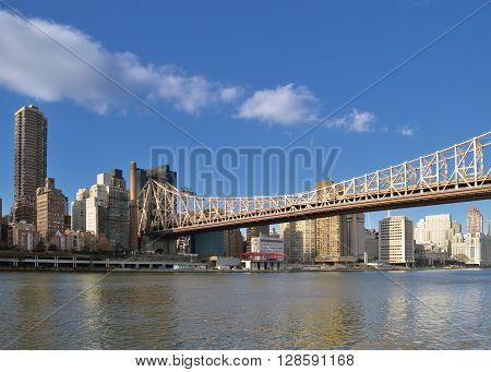 View of the Queensboro Bridge from the Roosevelt Island.