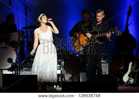 NEW YORK-MAY 5: Actor/singer Clare Bowen (L) and Brandon Young perform onstage during ABC's