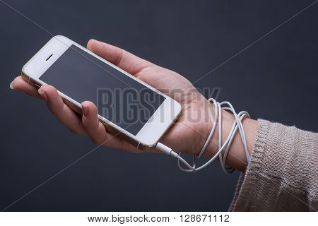 Total Addiction To Smart Phones And Social Networks