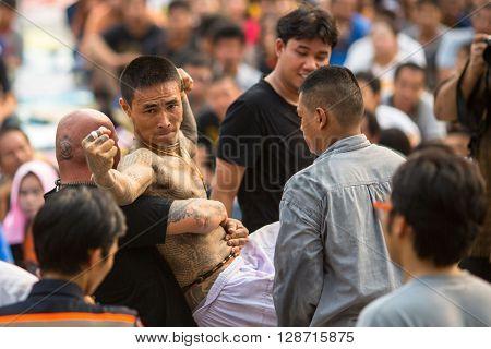 WAT BANG PHRA, THAILAND - MAR 19, 2016: Unknown participants of Master Day Ceremony at able Khong Khuen (spirit possession) during the Wai Kroo ritual at Bang Pra monastery, about 50 km of Bangkok.