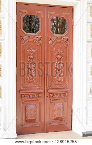 The front door of the building, decorated with elements of woodcarving.