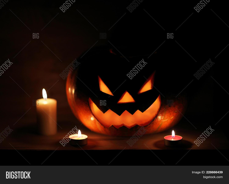 Jack o lantern halloween pumpkin with scary PowerPoint Template ...