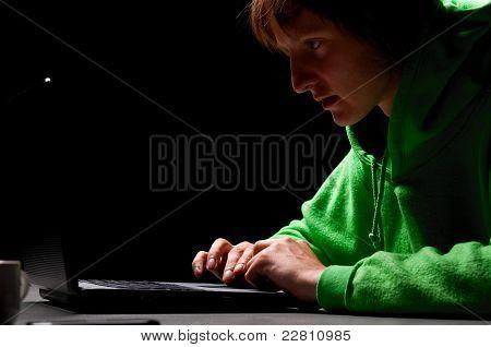 joven hacker