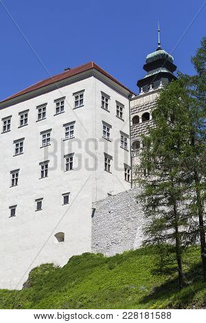 14th Century Defense Castle Pieskowa Skala , Clock Tower, Near Krakow, Poland. Located In Ojcowski N