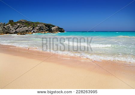 Pink Sandy Beach And Turqoise Blue Water Of Bermuda