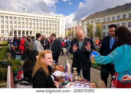 Uzhgorod, Ukraine - April 07, 2017: Celebrating Orthodox Easter In Uzhgorod On The Narodna Square. H