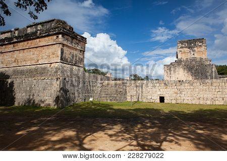 Majestic Ruins In Chichen Itza,mexico.chichen Itza Is A Complex Of Mayan Ruins On Mexicos Yucatan Pe