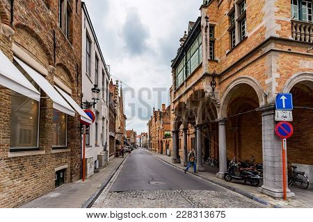 Bruges, Belgium - June 10, 2014: Beautiful Narrow Streets In Bruges, Belgium. Bruges Is The Capital