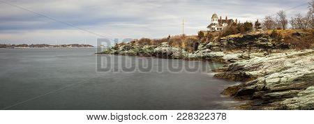 Newport, Rhode Island / Usa, February 24, 2018 - Rocky, Coastal Seascape Of Castle Hill Inn On The C