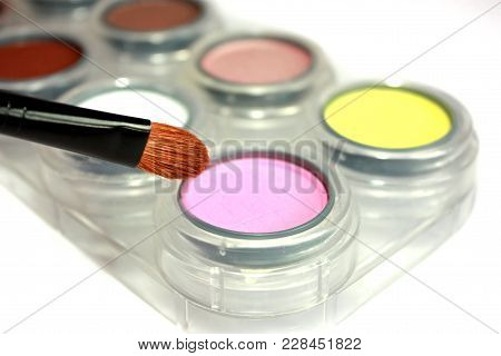 Eye Shadow Palette With Eye Shadow Brush