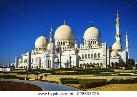Imposing Sheikh Zayed Grand Mosque In Abu Dhabi 14