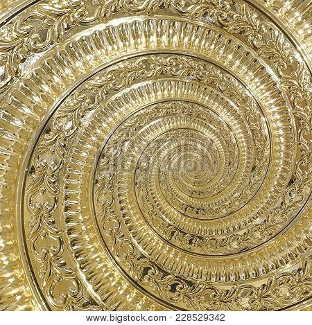 Golden Metal Abstract Spiral Background Pattern Fractal. Decorative Ornament Element. Golden Metalli