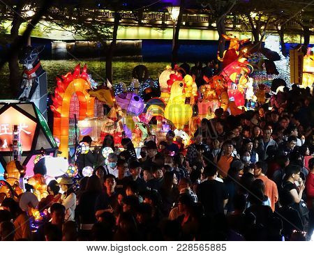 Kaohsiung, Taiwan -- February 19, 2018: Large Crowds Turn Out For The 2018 Lantern Festival To Welco