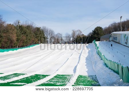 Yongin City, Korea - February 15,2018: Unidentified Group Tourist Enjoy To Play Ski And Snowboard At