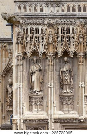 Archbishop statues at Southwest Porch of Canterbury Cathedral, one of the oldest and most famous Christian structures in England.  Canterbury, Kent Southern England, UK. UNESCO World Heritage Site