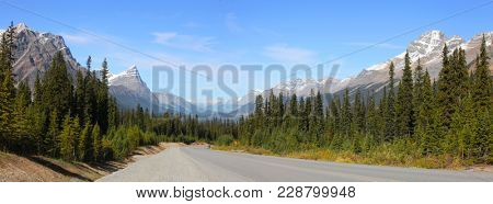 Panoramic view of Icefields parkway in Banff national park