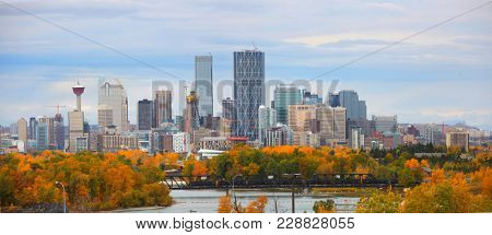 CALGARY, ALBERTA, CANADA - September 29 , 2017 - View of the Calgary, Alberta skyline from Edowrthy Park
