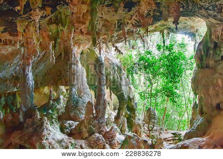Ancient Cave Tham Pee Hua Toe Or Big-headed Ghost Cave  In Krabi Province, Thailand