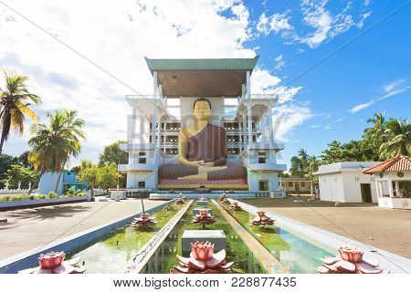 Weherahena Temple, Sri Lanka, Asia - Visiting The Impressive Buddha Statue At Weherahena Poorwarama