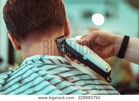 Concept Fashion And Beauty, Man S Haircut With Trimmer In Beauty Salon. Focus On The Hair.