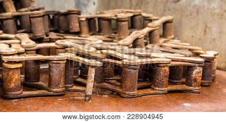 Machine Old Rusted Chain Links Not Been Used.