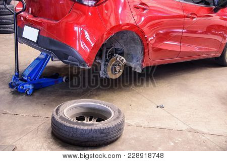 Change The Car Wheel / Lift The Car For Change Wheel