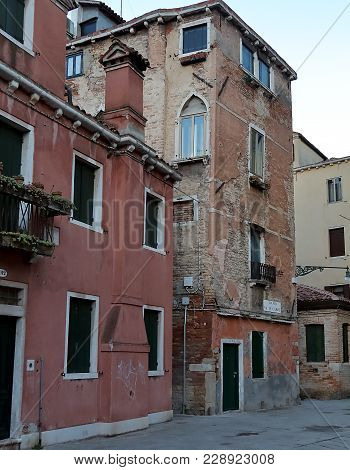 Venice, Italy - January 19, 2018. Old Dilapidated Buildings On Corte De L Anatomia O Fiorenzuola