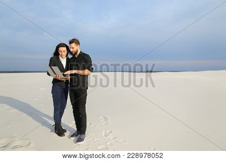 Girlfriend And Boyfriend Using Laptop To Talk With Parents At Seaside, Couple Go To Business Trip. F