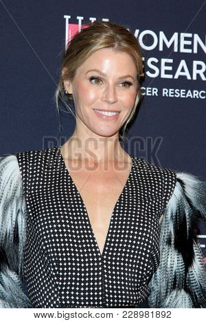 LOS ANGELES - FEB 27:  Julie Bowen at the An Unforgettable Evening at Beverly Wilshire Hotel on February 27, 2018 in Beverly Hills, CA