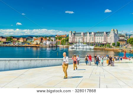 Oslo - June 2019, Norway: Beautiful Cityscape Of Oslo On A Summer Day. A Group Of Tourists Climbing