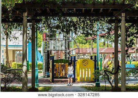 Singapore-17 Oct 2017: Singapore Hdb Public Playground Area In Sun Shine