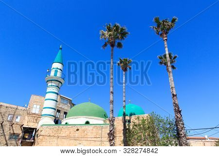 El-zeituna Mosque With Dome, Minaret And Palm Trees In Acre Old City, Israel