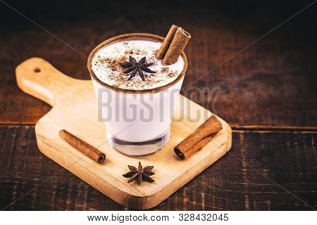 Typical Christmas And Winter Drink, Vintage Photo, Consumed At Holidays. Conhecida As Egg Nog, Chai