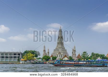 Bangkok City, Thailand - March 17, 2019: The Spires Or Prangs Of Temple Of Dawn Against Blue Sky Wit