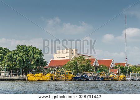 Bangkok City, Thailand - March 17, 2019: Chao Phraya River. Group Of Yellow And Blue River Maintenan