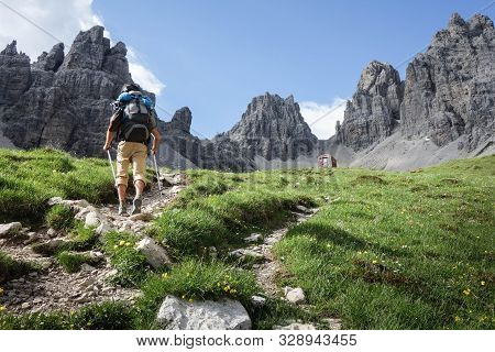 Uomo Trekking Dolomiti Man Walk Hiking Mountains