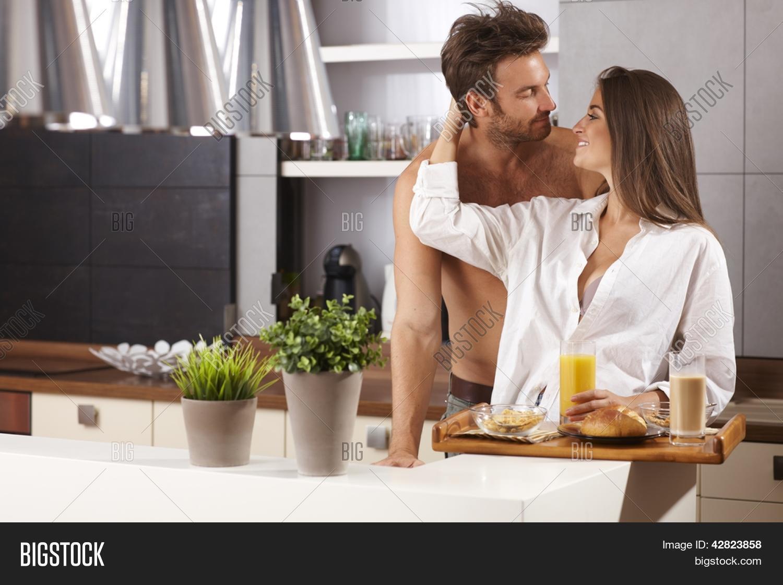 Секс на кухне в гостях, Порно на Кухне, смотреть видео Секс на Кухне 17 фотография