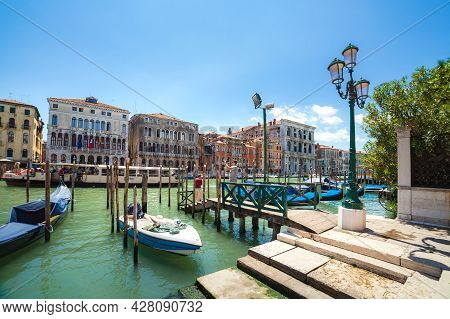 Venice, Italy - June 15, 2016: View On Grand Canal From Riva Del Vin By Sunny Day
