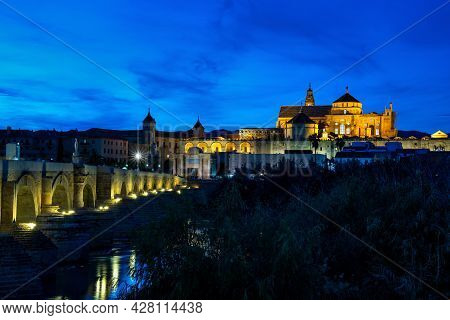 Mezquita-catedral And Puente Romano - Mosque-cathedral And The Roman Bridge In Cordoba, Andalusia, S