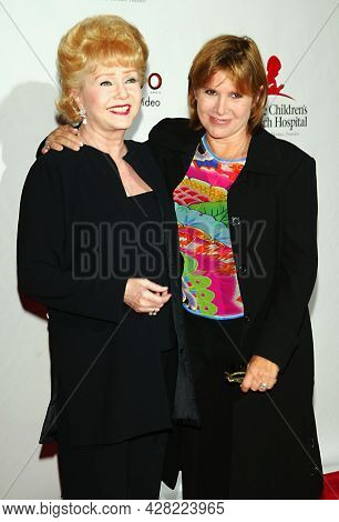 LOS ANGELES - AUG 19: Debbie Reynolds and Carrie Fisher arrives for the 2nd Annual 'Runway For Life' Celebrity Fashion Show on August 19, 2003 in Beverly Hills, CA