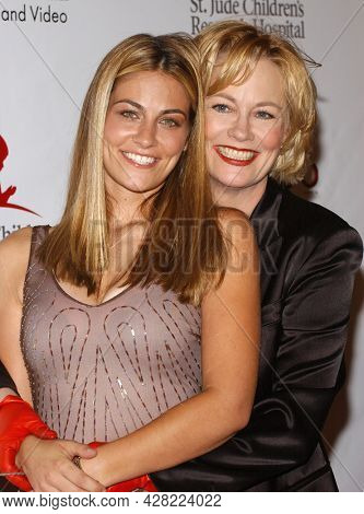 LOS ANGELES - AUG 19: Cybill Shepherd and Clementine Ford arrives for the 2nd Annual 'Runway For Life' Celebrity Fashion Show on August 19, 2003 in Beverly Hills, CA