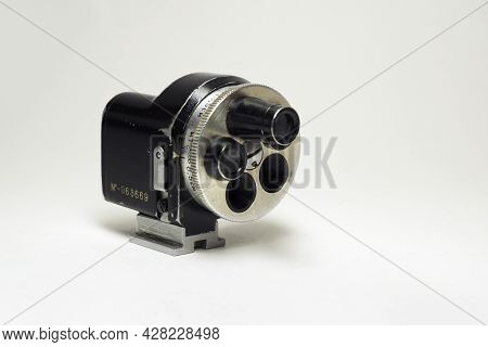 Universal Optical Revolving Turret Viewfinder For Precise Focusing While Changing Base Objective Of