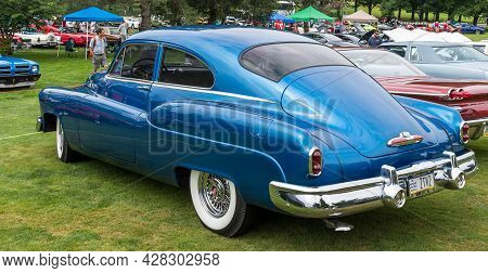 Pittsburgh, Pennsylvania, Usa July 24, 2021 The Pittsburgh Vintage Gran Prix In Schenley Park, A Yea